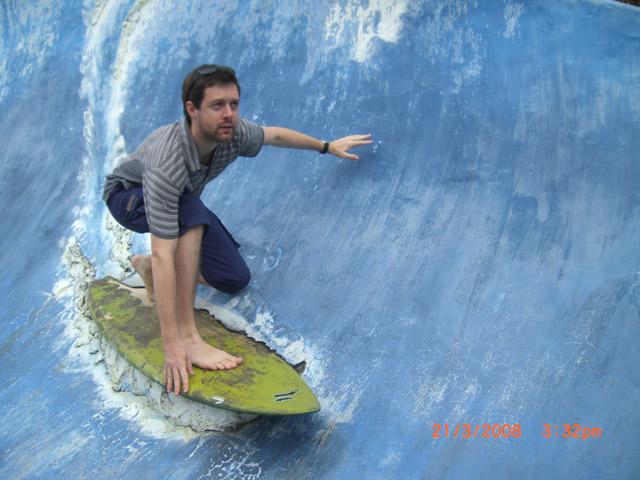 Surfing (118k image)