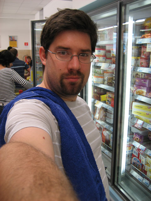 towel1_klein (83k image)